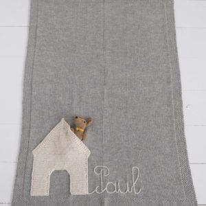 Couverture niche et son petit chien personalisée en alpaga gris - Mamy Factory Paris