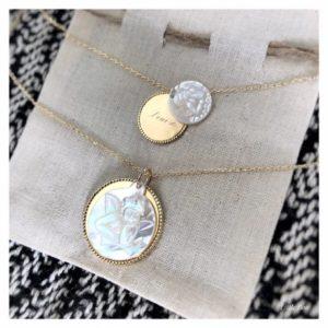 Collier Enfant médaille et nacre Ange ou Vierge