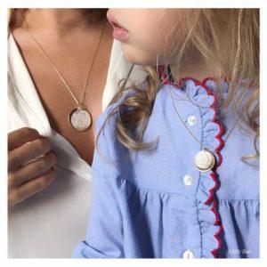 Duo colliers Maman-Enfant médaille et nacre Ange ou Vierge