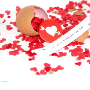 Oeuf message d'amour personnalisé avec Confettis coeur et Badge